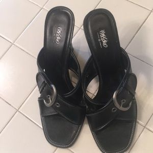 Mossimo, Black 8 1/2 Sandals with a large buckle